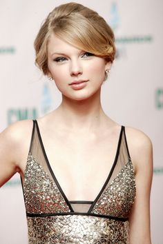Taylor Swift - golden up-do Taylor Swift Images, Taylor Alison Swift, Most Beautiful, Beautiful Women, Swift Photo, Attractive People, Female Singers, Bridal Make Up, Role Models