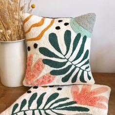 Abstract & Nature cushions & 2 in punch needle 🌿 Unique creations handmade in France 🇫🇷 Available on our Etsy… Arte Punch, Punch Art, Punch Punch, Pillow Embroidery, Embroidery Patterns, Embroidered Pillows, Print Patterns, Diy Crochet Pillow, Pull Crochet
