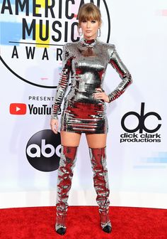 Taylor Swift in Balmain at the American Music Awards, Arrivals, Los Angeles, USA – 09 Oct 2018 Taylor Swift Hot, Style Taylor Swift, Taylor Swift Dresses, Taylor Swift Fashion, Taylor Swift Bikini, Red Taylor, American Music Awards, Celebrity Outfits, Celebrity Style