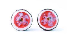 Cercei din ghinde cu flori in rasina Lily, Stud Earrings, Studs, Fragrance, Stud Earring, Stud Earring, Orchids, Lilies, Earring Studs