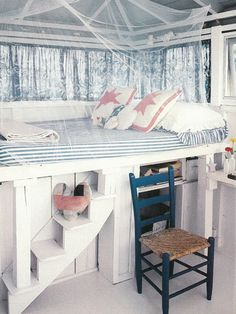 Vintage Country Living: A Treehouse-style Bedroom