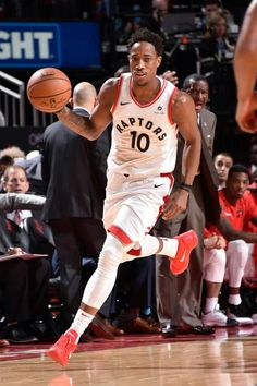 Basketball Skills, Basketball Players, Rap City, Nba Pictures, Nba Golden State Warriors, Nba Wallpapers, American Sports, Toronto Raptors, San Antonio Spurs