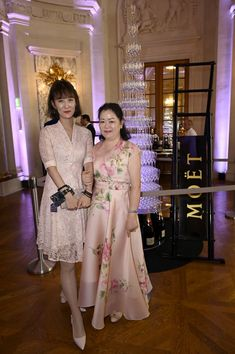 The Fairytale Gina Alice and Lang Lang Wedding - Salon Prive Mag Prince Michael Of Kent, Bianca Jagger, Wedding Of The Year, White Gowns, Wedding Dinner, Bride Look, Young Couples, Bridesmaid Dresses, Wedding Dresses