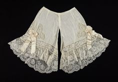 Drawers, c. 1900-05. Frilly goes pretty. (Courtesy of the MET) Belle Epoque, Lace Shorts