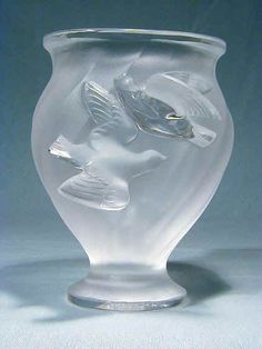 Lalique Glass Frosted Vase with Two Doves