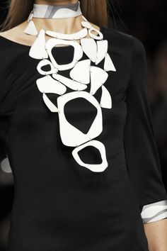Necklaces Statement Emilio Pucci Spring 2007 - Details This is definitely a 'statement piece'! - Emilio Pucci at Milan Fashion Week Spring 2007 - Details Runway Photos Contemporary Jewellery, Modern Jewelry, Jewelry Art, Jewelry Necklaces, Jewelry Design, Fashion Jewelry, Silver Jewelry, Trendy Jewelry, Silver Rings