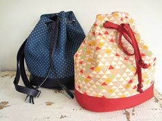 UN NOUVEAU TUTORIEL DE SAC! LE SAC SEAU LOUISE Diy Bags Purses, Fabric Purses, Diy Sac Pochette, Diy Handbag, Couture Bags, Couture Sewing, Bag Patterns To Sew, Dressmaking, Diy Clothes