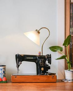 ideas sewing machine lamp vintage for 2019 Sewing Machine Tables, Sewing Table, Diy Wand, Sewing To Sell, Sewing Room Organization, Antique Sewing Machines, Sewing Patterns For Kids, Sewing Rooms, Sewing Projects