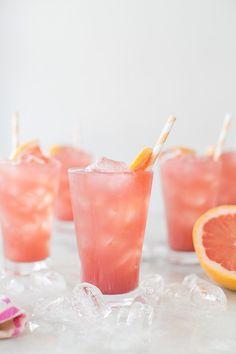 a sparkling grapefruit bikini cocktail! It's made with fresh grapefruit juice, jam, vodka & sparkling… Cocktails Vodka, Refreshing Cocktails, Summer Drinks, Cocktail Drinks, Cocktail Recipes, Cocktail Ideas, Bourbon Drinks, Margarita Recipes, Cocktail Desserts