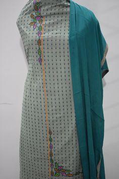 Embroidery Suits Punjabi, Kurti Embroidery Design, Hand Embroidery Dress, Machine Embroidery, Designer Punjabi Suits, Indian Designer Wear, Dress Neck Designs, Blouse Designs, Simple Indian Suits