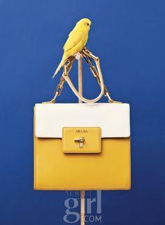 봄을 닮은 청명한 컬러 백들 :: Vogue Girl
