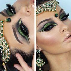 beautiful green make up Cleopatra Makeup, Egyptian Makeup, Arabic Makeup, Indian Makeup, Medusa Costume Makeup, Egyptian Eye, Dance Makeup, Makeup Art, Beauty Makeup