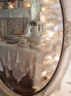. . . Cabin & Cottage : A Layered Season