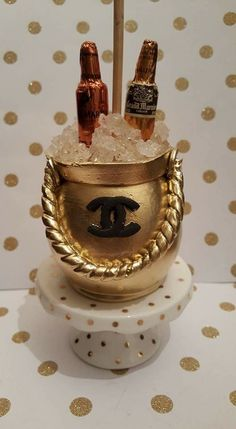 Golden Chanel Ice Bucket with Remy & Grand Mariner Shantrice Harrison Caramel Candy, Caramel Apples, Colored Candy Apples, Gourmet Candy Apples, Chocolate Covered Apples, Apple Ideas, Candy Bar Party, Apple Decorations, 21st Birthday Cakes