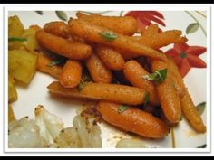 Fragrant with aromatic spices, this colourful carrot salad makes an appetizing, easily prepared starter or side dish. Carrot Salad Recipes, Healthy Recipes, Healthy Foods, Moroccan Carrots, Moroccan Salad, Creole Recipes, How To Make Salad, Clean Eating Snacks, Side Dishes