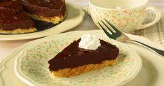 Hozzávalók:     a torta alaphoz:   10 dkg szeletelt mandula   8 dkg kimagozott datolya   csipetnyi só     a krémhez:   2 érett avokádó ...