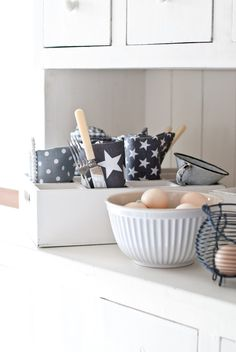 Gray and stars by Krasilnikoff Kitchen Living, Kitchen Decor, Minty House, Twinkle Star, New England Style, Pip Studio, Star Decorations, Girl House, Home And Deco