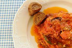 Κοτόπουλο με φρέσκια ντομάτα, ελιές και φέτα