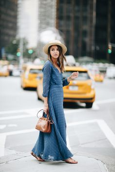 Hello from New York! As we're going through fashion week (you can follow me on my various social media accounts), I would still like to invite you to browse through this special post. The adjoined photos were taken a couple of days ago out here, on the streets of the Big Apple. The dress I …