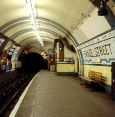 Baker Street station, Bakerloo Line, before refurbishment, 1980 (London Transport Museum) London Underground Tube, London Underground Stations, Vintage London, Old London, London Docklands, London Transport Museum, Isle Of Dogs, Paris Metro, U Bahn