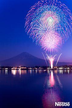 祝☆世界遺産♪富士山と花火のコラボ♪日本の良き風景ですね♪