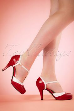These 50s Anne T-Strap Pumps are the ultimate 50s retro t-strap pumps! Sandy would have loved these beauties! Made from high qualtiy faux leather in red and white with 'wingtip' detail at the front, t-strap and gold toned buckle. The elegant heel with subtle platform and comfy footbed ensures a nice fit. Relive the Grease fairytale while wearing these gorgeous pumps! ;-)   T-strap Round shoe nose Adjustable ankle strap Gold toned buckle 'Wingtip' detail Elegant heel ...