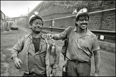 David Richards ( left ) with Alan Williams ( right ) after a shift at Taf merthyr colliery, South Wales, 1992. Alan Williams lost his uncle in a rock fall in 1985. Speaks of the camaraderie underground.
