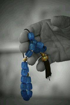Κομπολόι, a hand play removing anxiety or bad habits, also helping meditation. Traditional in Greece. Used to be of amber, now synthetic beads. Mykonos, Color Splash, Color Pop, Moslem, Greek Blue, Greek Art, Greek Culture, Corfu, My Heritage