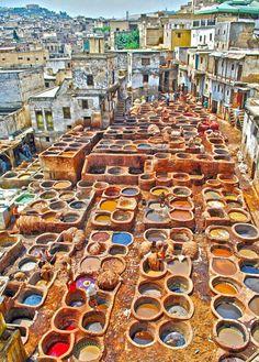 Le vasche colorate della conceria di pelle di Fes, nota come Chouara, Patrimonio Unesco, Marocco