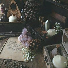 Another lovely altar. c❍̧venka☥̧ / Sacred Spaces Philly Tattoo Convention, Meditations Altar, Cristal Art, Yennefer Of Vengerberg, Season Of The Witch, Witch House, Witch Cottage, Meditation Space, Daily Meditation