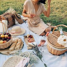 Happy Picnic Day to the residents of the Northern Territory! Are you using this long weekend to Happy Picnic Day to the residents of the Northern Territory! Are you using this long weekend to enjoy a picnic? Picnic Pictures, Picnic Photography, French Picnic, Picnic Date, Fall Picnic, Romantic Picnics, Picnic In The Park, Summer Aesthetic, Classy Dress