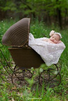 newborn photographer Frederick MD outdoor newborn photography