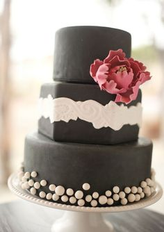 dark cake with lace & peony