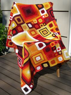 Crochet Throw - Very Easy Classic Granny Square For Beginners Crochet Motifs, Crochet Squares, Crochet Blanket Patterns, Crochet Stitches, Crochet Afghans, Quilt Pattern, Granny Squares, Crochet Home, Knit Or Crochet