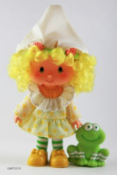 Lemon Meringue + Frappe the frog - Strawberry Shortcake 1980s Toys, Retro Toys, My Childhood Memories, Childhood Toys, Vintage Strawberry Shortcake Dolls, Nostalgia, Holly Hobbie, 80s Kids, Monster High Dolls