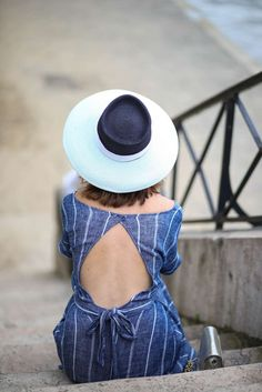 1b1b8075688f Look ete robe retro soft grey mademoiselle chapeaux sarenza the brunette  blog mode paris Nuances De