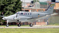 Vuelve al servicio un Beechcraft C90 de la Fuerza Aérea Colombiana tras seis meses mantenimiento