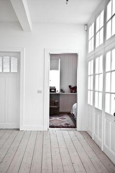 såpat golv, lutat golv, plankgolv, fönstervägg, spröjs