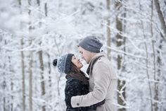 Winter wonderland couple session by Sara Monika, Photographer GTA Wedding and Portrait Photography - Forks of the Credit, Caledon