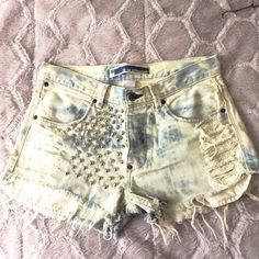 "Vintage GAP Slim Fit Distressed Shorts GAP shorts in Slim Straight fit with 31"" waist and 2 1/4"" inseam. 1/3"" rounded cone studs. GAP Shorts Jean Shorts"