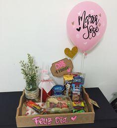 Romantic Valentines Breakfast Ideas Couples Will Love! Breakfast Basket, Breakfast Ideas, Romantic Breakfast, Valentines Breakfast, Heart Shaped Cookies, Diy Gift Baskets, Sugar Craft, Valentine Treats, Creative Gifts