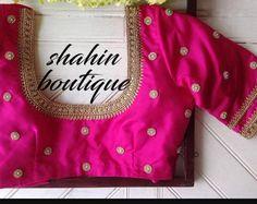 Handmade Green and gold Paisley Maggam design work saree Wedding Saree Blouse Designs, Pattu Saree Blouse Designs, Fancy Blouse Designs, Engagement Dress For Bride, Blouse Back Neck Designs, Green Saree, Pink Silk, Silk Sarees, Paisley