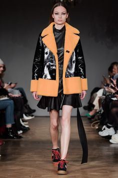 ABOUT Stand was founded by Nellie Kamras in 2014 from the idea to meet a demand for expertly designed, high fashioned leather pieces at an accessible price. Since then the brand has expanded to del… Stockholm Fashion Week, Fall Winter, Autumn, Fashion 2018, Catwalk, Ready To Wear, Runway, Street Style, Modeling