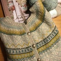 Should you love arts and crafts an individual will appreciate this cool site! Sweater Knitting Patterns, Knitting Stitches, Knitting Designs, Knit Patterns, Knitting Projects, Hand Knitting, Motif Fair Isle, Fair Isle Pattern, Fair Isle Knitting