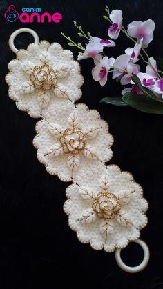 Crochet Blanket Patterns, Baby Knitting Patterns, Galaxy Wallpaper, Crochet Flowers, Diy And Crafts, Floral Wreath, Moda Emo, Piercings, Towels