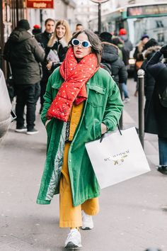 20 Fall Street Style Looks To Copy From Paris Fashion snapped by collage Vintage Street Style Blog, Street Style Trends, Street Style Looks, Street Style Women, Mode Style, Style Me, Eye Smile, Trendy Fashion, Vintage Fashion