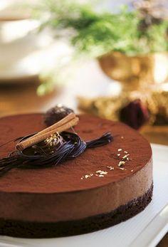 Gâteau Marcel - Dessert/kage - Opskrifter - Mad og Bolig (Recipe in Danish) Fruit Recipes, Sweet Recipes, Cake Recipes, Dessert Recipes, Yummy Treats, Yummy Food, Mousse Cake, Marcel, Party Cakes