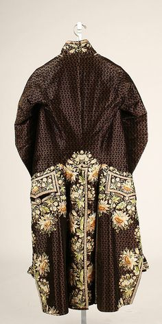 Court suit Date: 1774–93 Culture: French Medium: silk Dimensions: Length (a): 48 in. (121.9 cm) Width (a): 33 in. (83.8 cm) Length (b): 26 in. (66 cm) Width (b): 24 in. (61 cm) Length (c): 28 in. (71.1 cm) Width (c): 17 1/2 in. (44.5 cm)