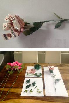 Geldroos  Hoe ga je te werk? - Voor de bloem ( zie link)  http://marlydesign.blogspot.be/2011/09/van-papiergeld-een-roos-maken-money.html  - Van de valse bloemen heb ik de blaadjes gebruikt en het kroontje van de bloem - De blaadjes hecht je vast terwijl je met het crêpelint rond het ijzerdraad gaat.