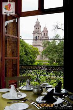 Nada mejor que desayunar con la extraordinaria vista de nuestra catedral!!! Sólo en #MoreliaDeMisAmores #Michoacán. Te invita el Hotel Villa Montaña a disfrutar de la capital michoacana! www.villamontana.com.mx/